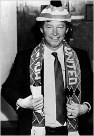 Alex Ferguson nel 1986 alla presentazione con il Manchester United. A quei tempi alla Roma c'era Eriksson