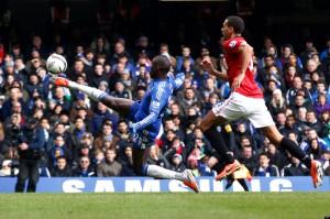 La rete spettacolare realizzata da Demba Ba con il Chelsea contro il Manchester United